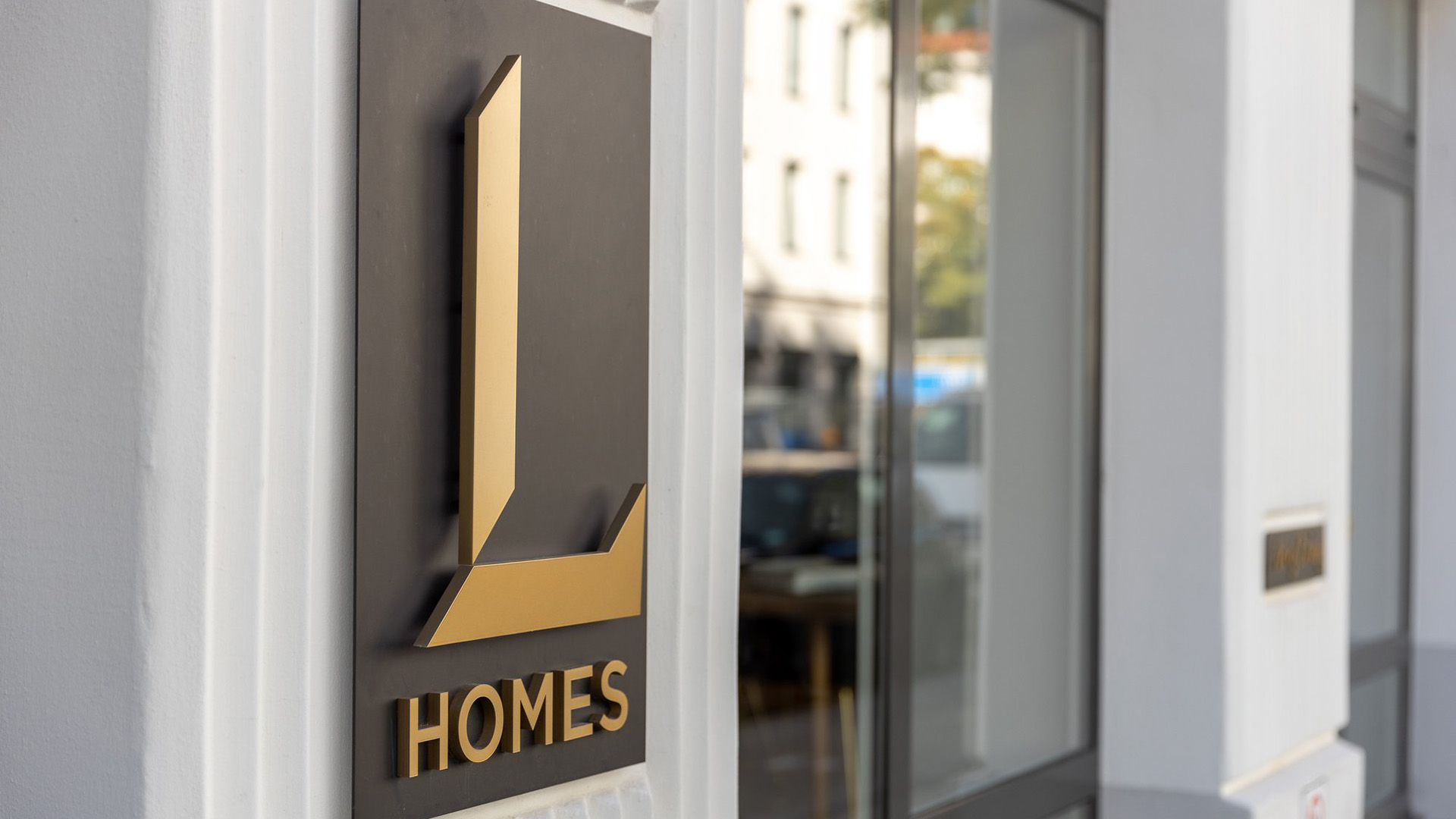 L HOMES Showroom
